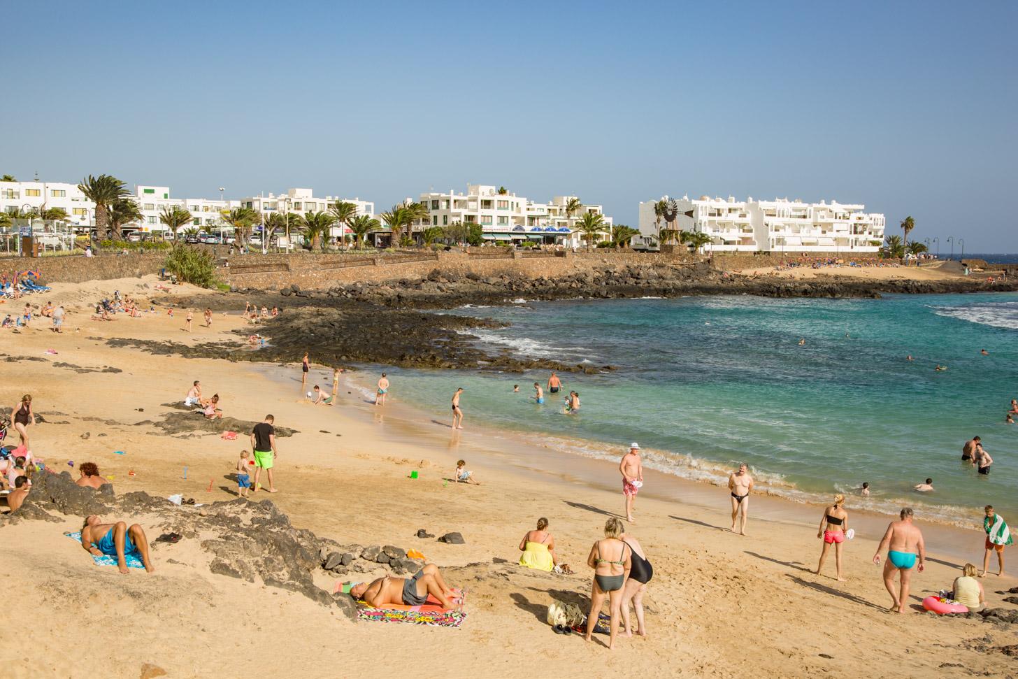 Costa Teguise telt meerdere stranden.