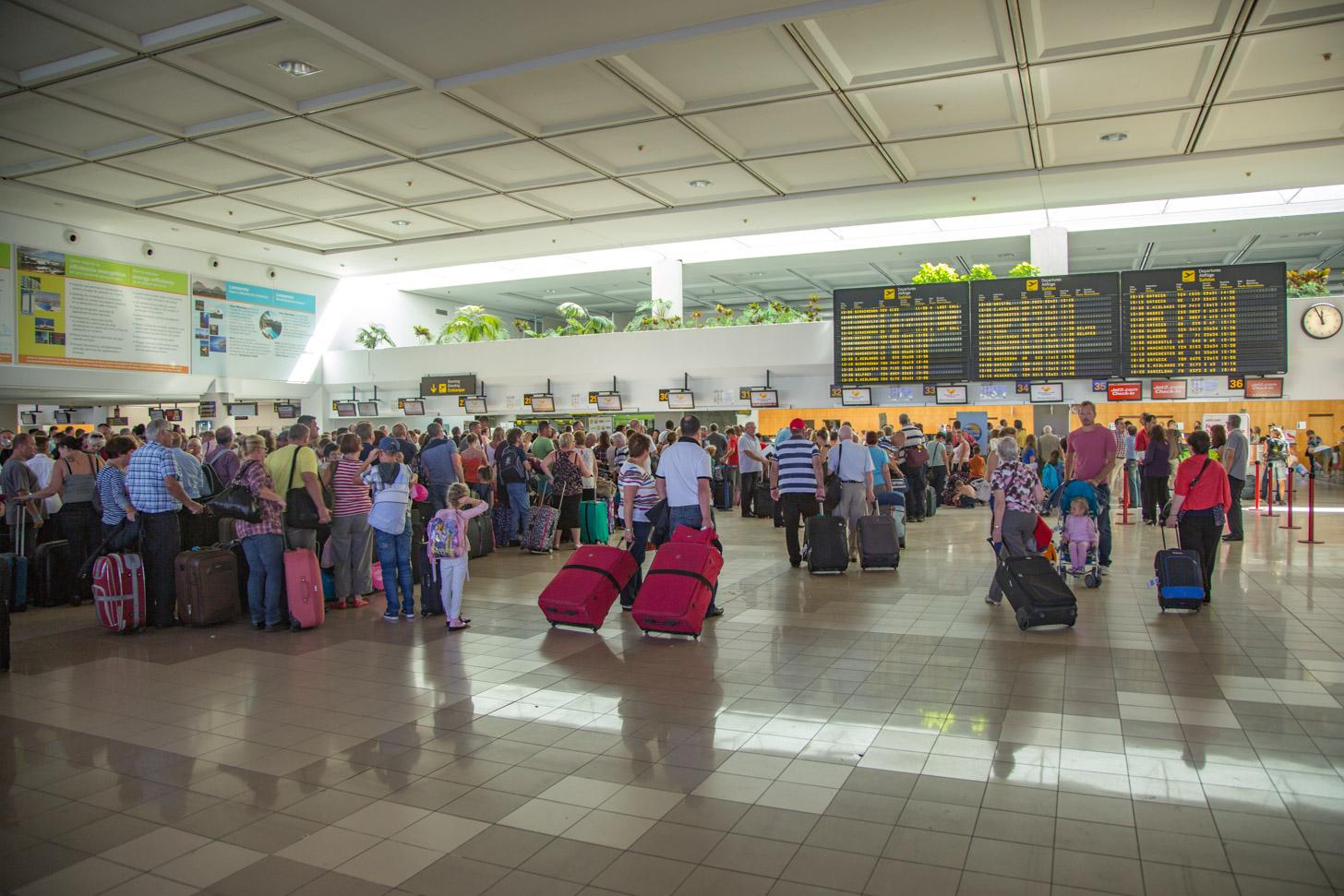 De vertrekhal van het vliegveld van Lanzarote