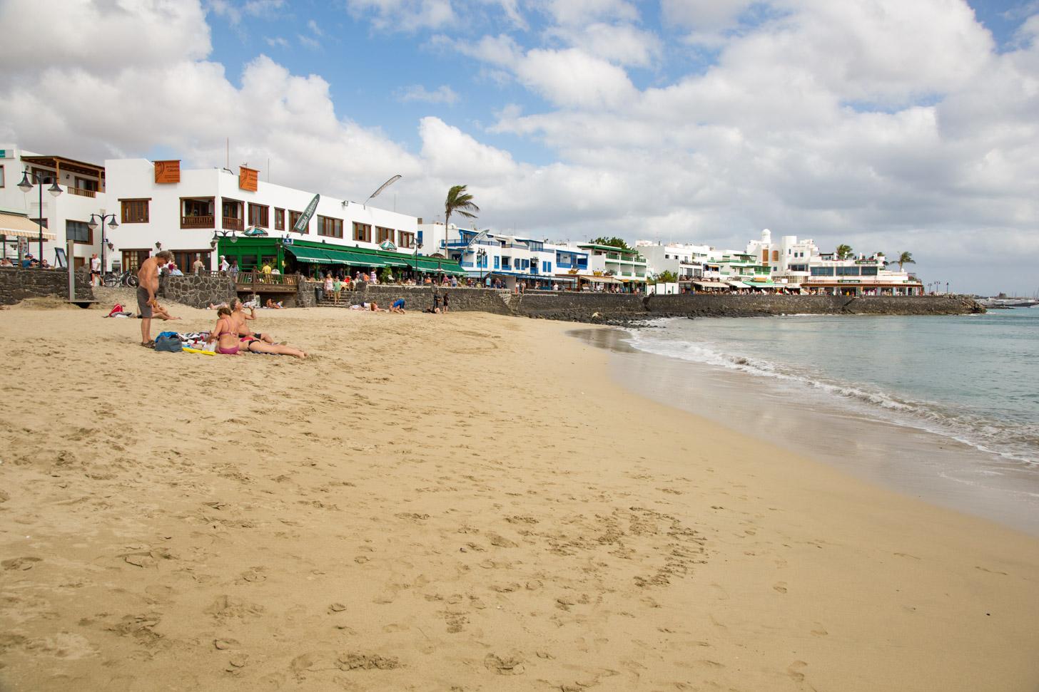 Het strand van Playa Blanca