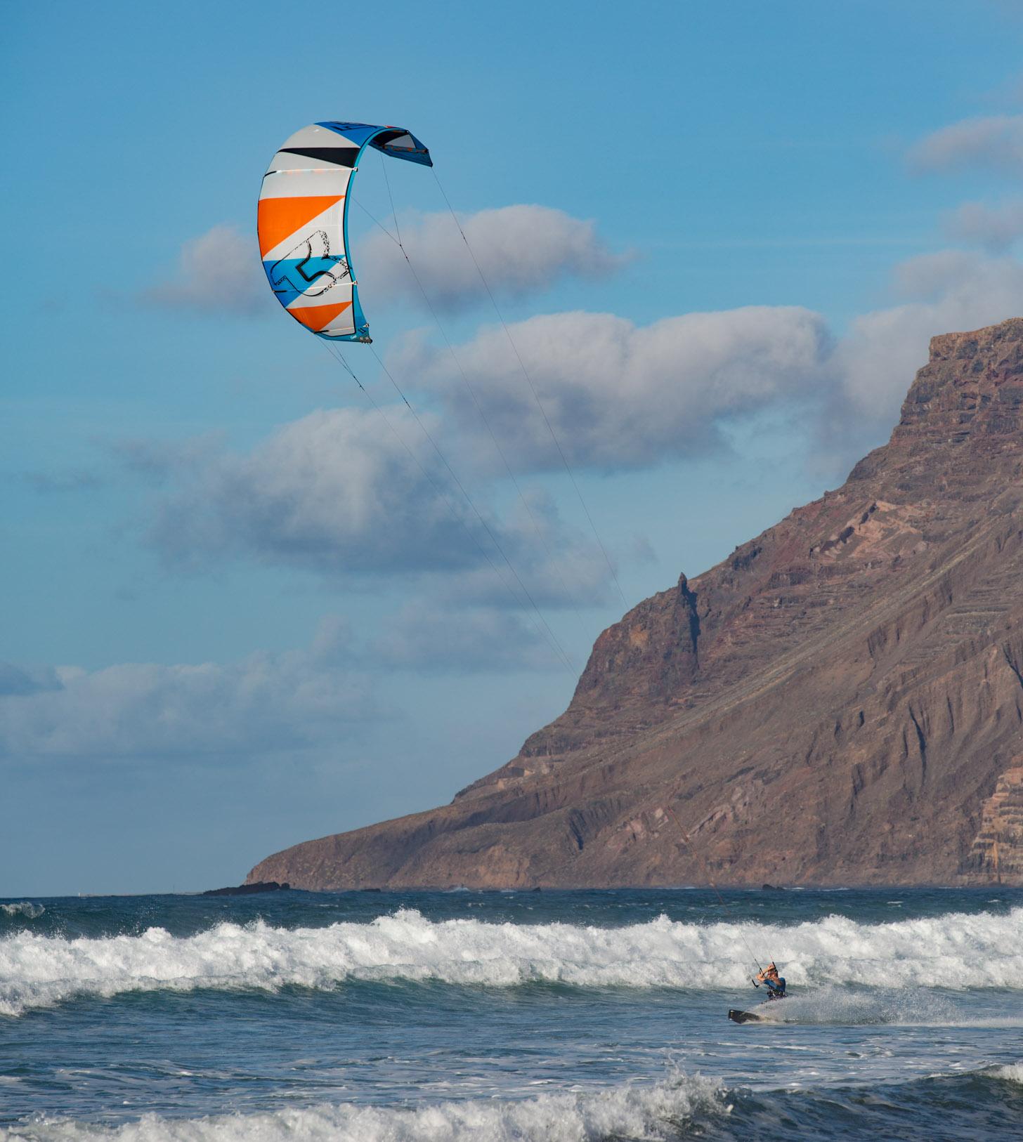 Voor de kitesurfers is wind essentieel voor hun sport.